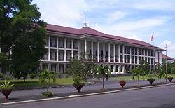 gedung_utama_balairung_ugm_wikipedia.jpg