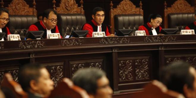Hakim Konstitusi membacakan putusan dalam sidang pemohon peninjauan ulang undang-undang pemilihan umum presiden dan wakil presiden di Gedung Mahkamah Konstitusi di Jakarta