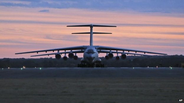 Dua pesawat Ilyushin IL-76 milik Cina telah tiba di Perth dan akan melakukan pencarian Minggu