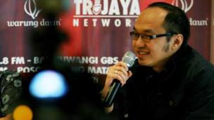 """Ketika ada yang berani memberikan sesuatu di depan sehingga mereka tidak peduli terhadap program selama lima tahun caleg."""" Yunarto Wijaya"""
