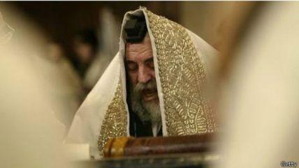 Seorang rabi (pendeta agama Yahudi) di acara Purim.
