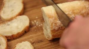 Roti khas Perancis yang paling digemari.  via howtofeedaloon.com