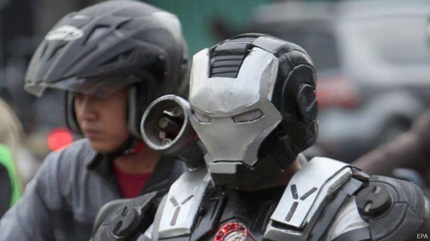 160509161149_superhero_costume_jakarta_640x360_epa